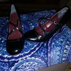 Mudd brand heels